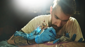 Tattooist makes a tattoo